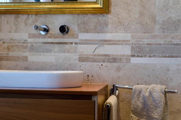 Idee Per Decorare Piastrelle Del Bagno : Decorare ed arredare il bagno ...