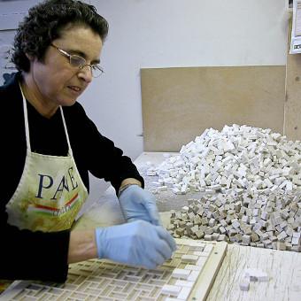 Produzione di mosaico in pietra a composizione