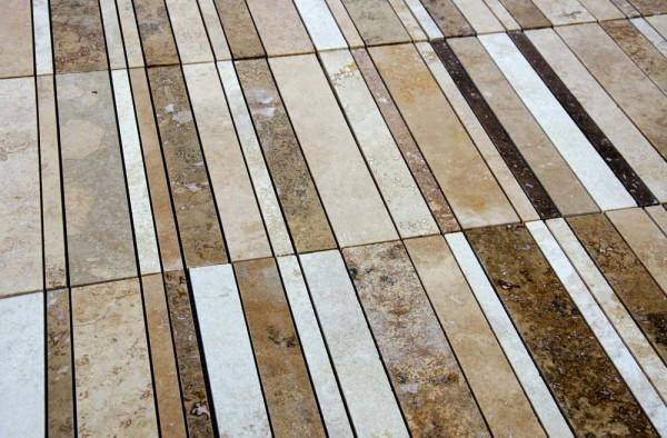 Mosaici-di-marmo-per-bagno-600x394