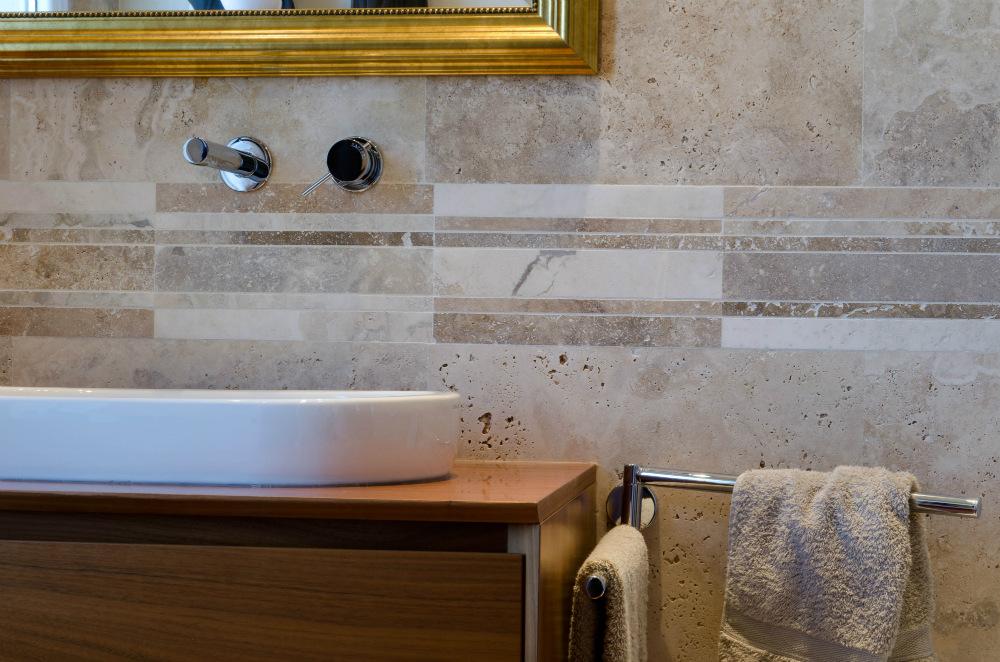 mosaico bagno formato rettangolare listelli in travertino