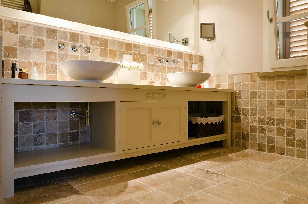 mosaico tarvertino bagno decorazione