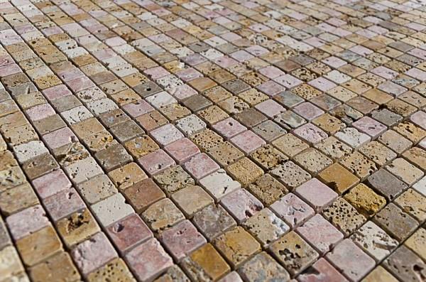 Scegli il mosaico in pietra naturale mosaici bagno by for Pavimenti mosaici per interni