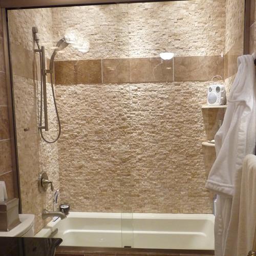 bagno con rivestimenti in mosaico travertino bagno