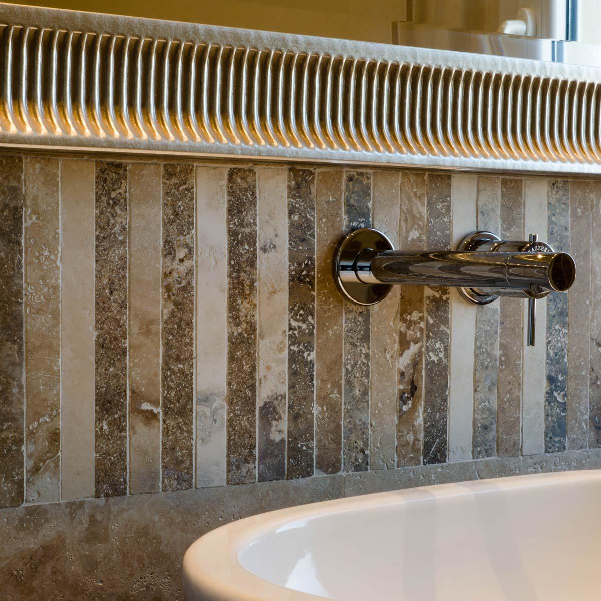 Idee per il mosaico nel tuo bagno mosaici bagno by for Bagni in legno e pietra