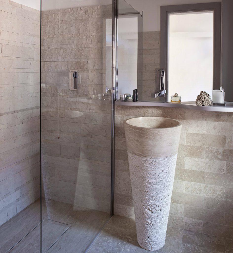 box doccia rivestimento mosaico a spacco in pietra