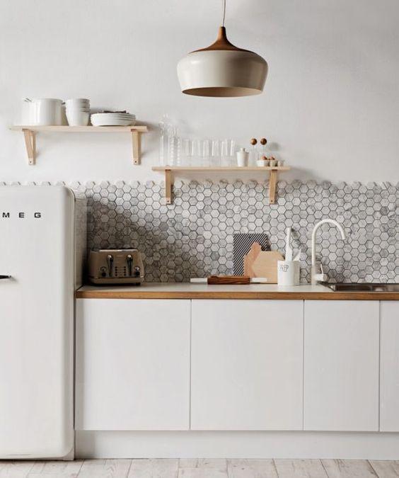cucina con mosaico esagonale rivestimento